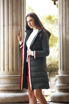 冬装黑色羽绒服