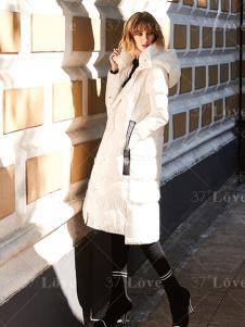 37度LOVE白色时髦羽绒服