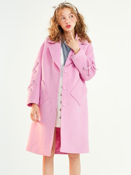 夺宝奇兵女装粉色大衣