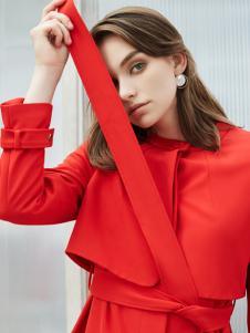 可姿伊红色连衣裙