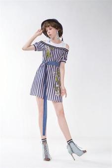 莎蕾新品条纹短裙