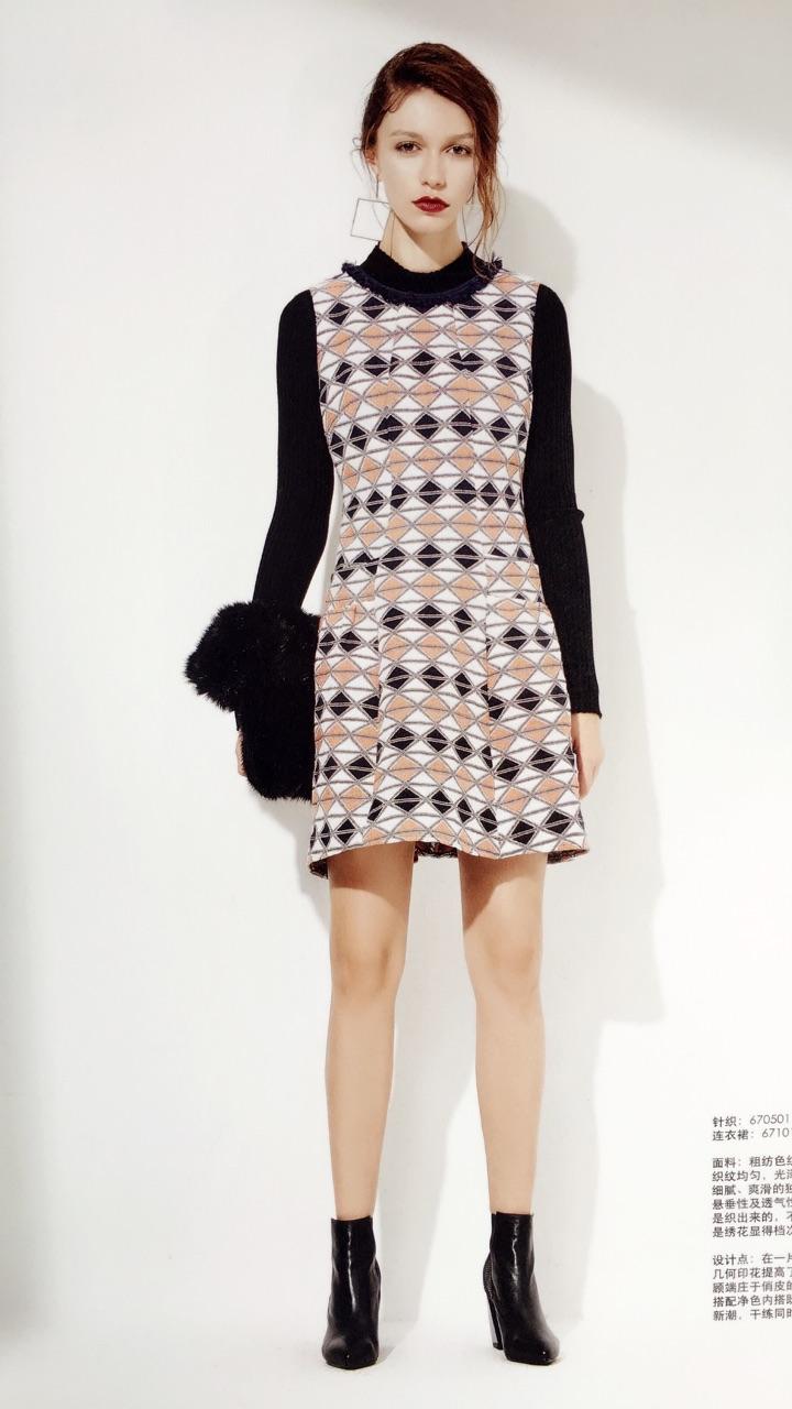广州白马服装市场品牌折扣女装专柜正品剪标奥特莱斯品牌折扣店欧洲站羽绒服