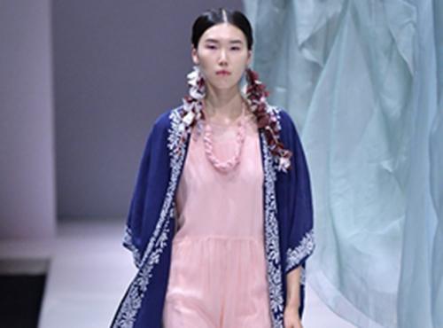 中国国际时装周:生活在左·林栖 2018春夏时装