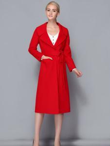 依路佑妮大红色大衣