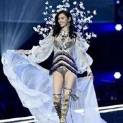 欧诗雨时尚资讯:穿上这件内衣 平胸的你也可以上维秘!