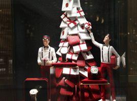 各大服饰品牌都如何上演圣诞大戏?看他们的橱窗就够了