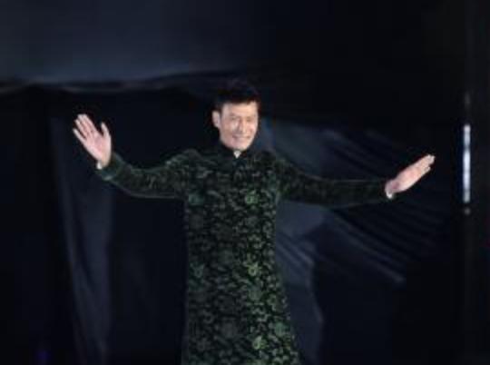 劳伦斯•许高定新品亮相中国纺织非遗大会