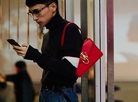 全球奢侈品市场出现明显波动 中国奢侈品消费集中在年轻消费者