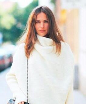 今天穿什么:一件白色毛衣就能提亮整个秋冬