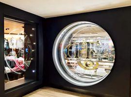 卖盘失败后的A&F再度来袭 海外首家全新门店在香港开业