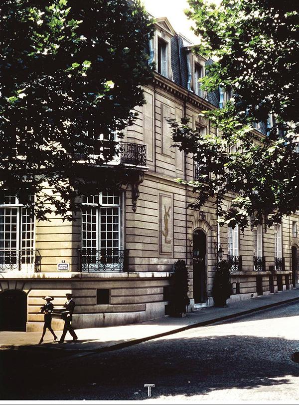 Yves Saint Laurent如何守卫时装设计师的遗产(图4)