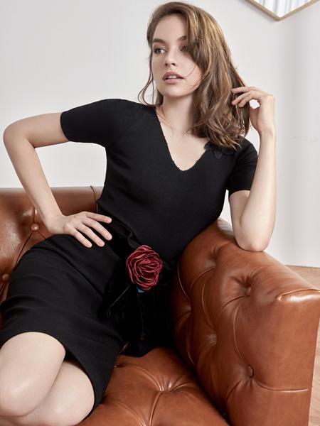 HON.B红贝缇经典小黑裙