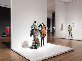 纽约MoMA展出了对世界有巨大影响的111件服装及配饰