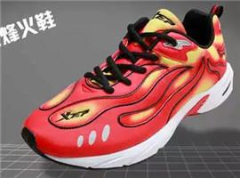 年轻人为何对有年代感的中国本土运动品牌不买账?