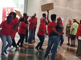 种族歧视事件继续发酵 南非6家H&M店铺遭打砸!