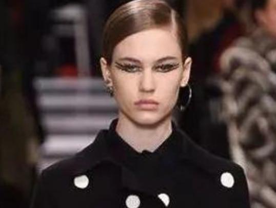 文刀米:平淡的Dior高定,却让我迷上她