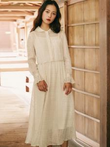 夺宝奇兵女装白色连衣裙