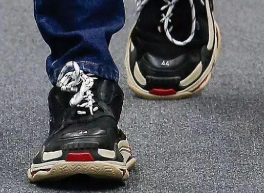 文刀米:Balenciaga鞋莆田造  还有人以为中国造是黑点?