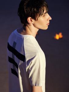 线锁男装设计师范T恤