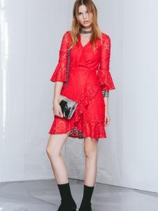 佧茜文红色连衣裙