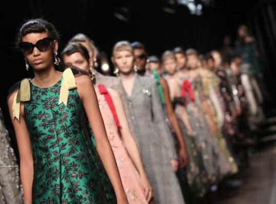 伦敦时装周发布日程表,张卉山等华人设计师将亮相