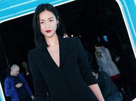 超模刘雯出席米兰时装周Moschino秀 造型吸睛