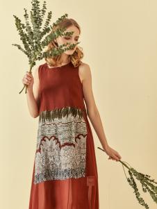 读衣拾年18新款砖红色无袖连衣裙