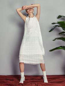 读衣拾年18新款白色无袖连衣裙