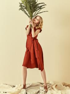 读衣拾年18新款砖红色连衣裙