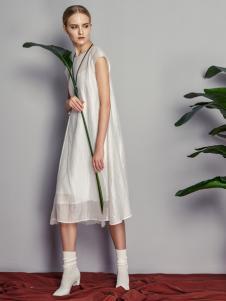 读衣拾年18新款设计感连衣裙
