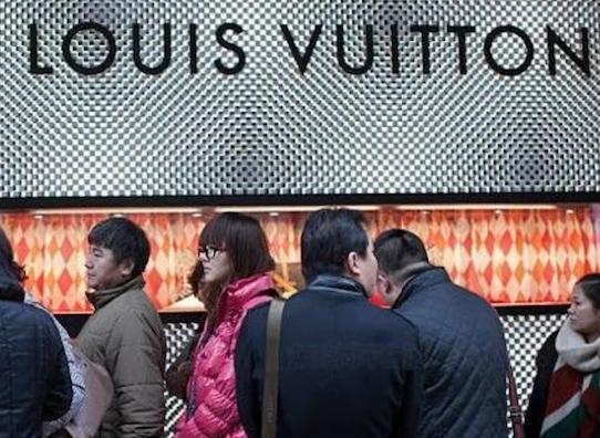香港1月奢侈品销售爆棚 内地客情绪狂热
