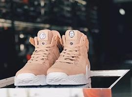 安踏KT系列球鞋在美发布 上千人排队3小时
