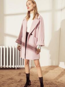 简惑新款粉色大衣