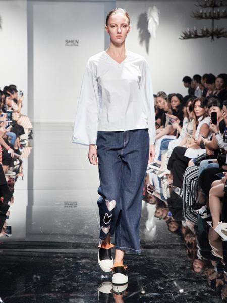 2018凯伦诗蓝色牛仔直筒裤