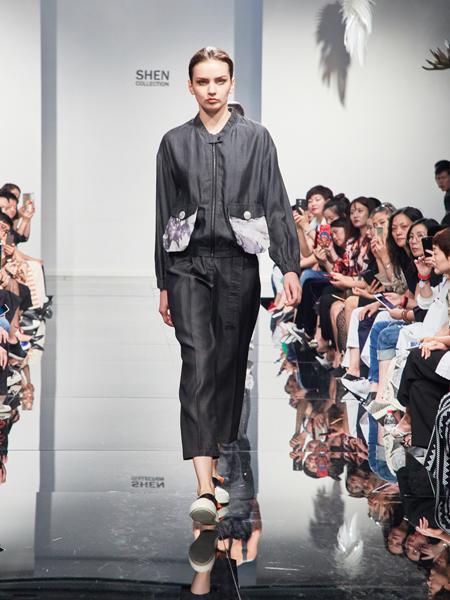 2018凯伦诗灰色宽松衬衫