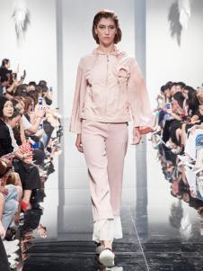2018凯伦诗粉色时尚休闲套装