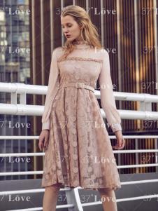 37度Love18收腰粉色连衣裙