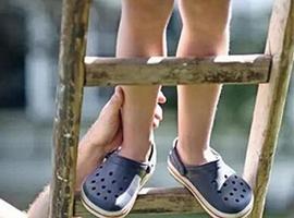 """今年315说别再给孩子穿""""洞洞鞋""""了!"""