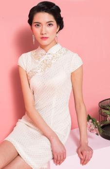 萧萍萍白色短袖旗袍
