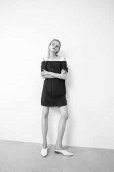 2018夏季新款露肩黑色裙