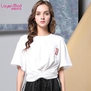简洁经典的黑白搭配Style 在容悦女装可以实现