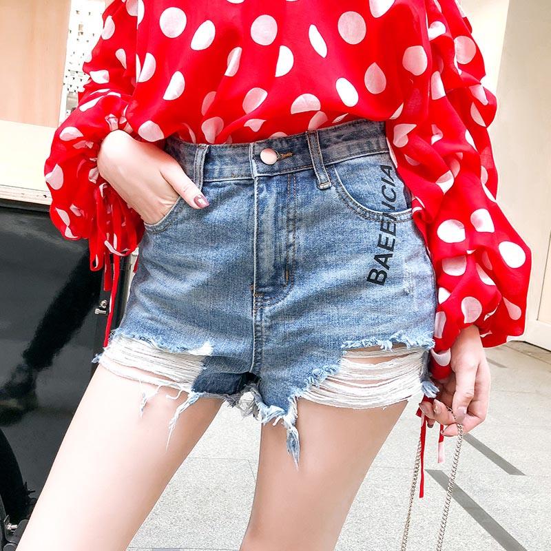 新款时尚网格拼接破洞牛仔短裤供应