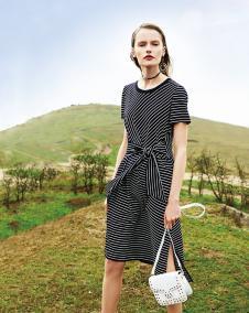 2018春夏新品黑色条纹连衣裙