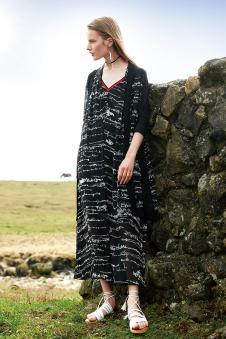2018春夏新品黑色V领连衣裙