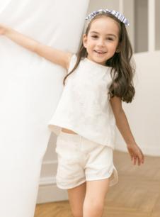 五月童品童装白色套装