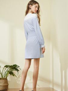 ONE MORE女装浅蓝修身连衣裙