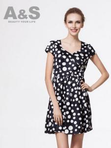 安秀女装黑色白波点连衣裙