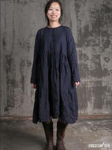 布言布语女装藏青宽松连衣裙