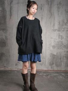 布言布语女装黑色宽松T恤