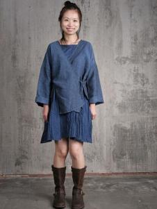 布言布语女装藏青色不规则T恤